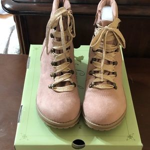 Boots size women's 5